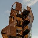 Samitaur Tower / Eric Owen Moss Architects. Image © EOMA