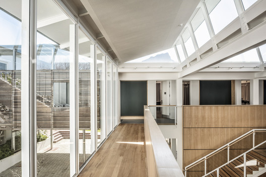 Herschel Atrium Extension / KLG Architects