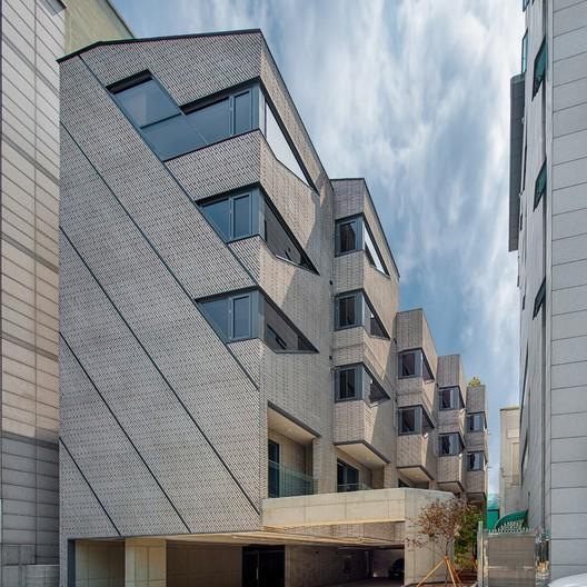 Five Corners House / Snow AIDe