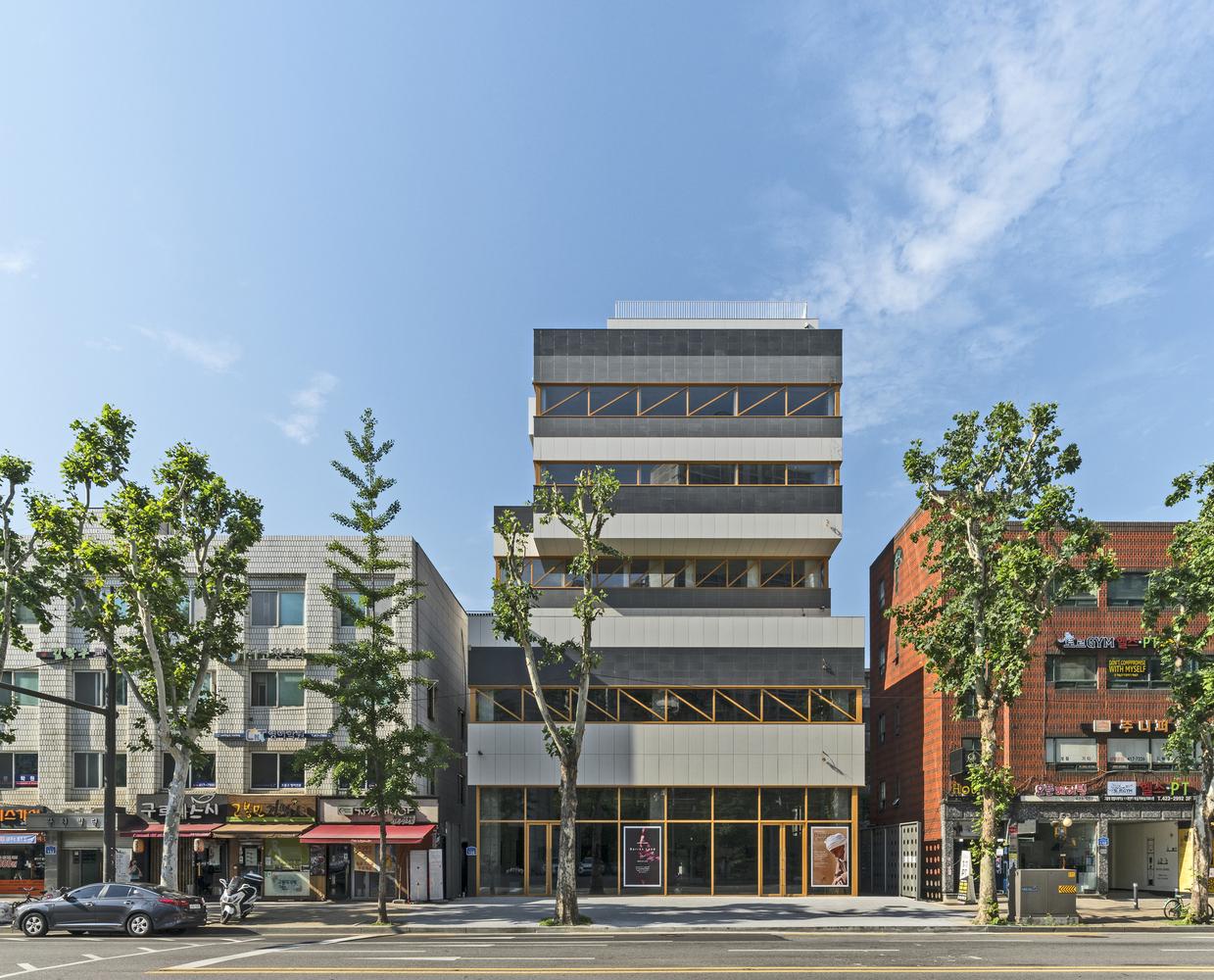 Fineman & Krassen Headquarters / JYA-RCHITECTS