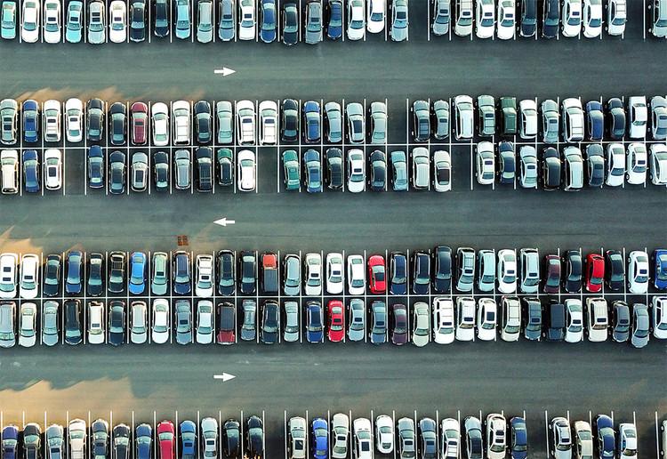 Desestacionando a cidade: precisamos rever os estacionamentos públicos , Foto de Omer Rana, via Unsplash