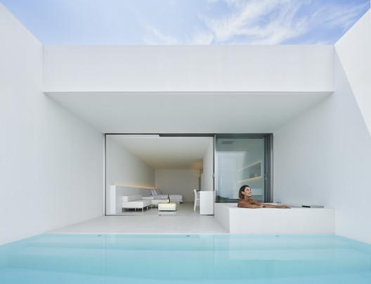 Hotel Emil Nakijin / Shinichi Ogawa & Associates