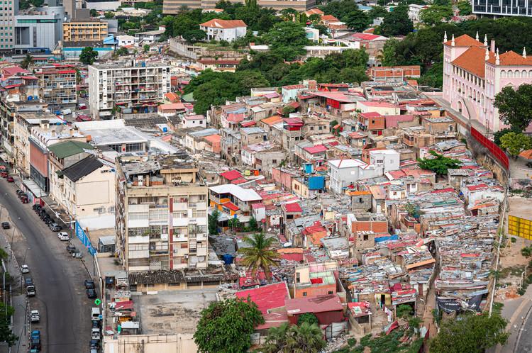 O impacto da Covid-19 na arquitetura, urbanismo e território de Angola: ebook gratuito apresenta medidas de mitigação, Luanda, Angola. Foto de Eugene Kaspersky, via Visualhunt. Licença CC BY-NC-SA