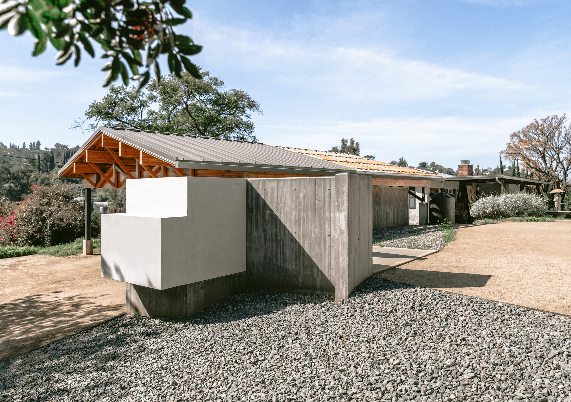 House in Los Angeles 1 Art Studio and Residential Compound / The LADG