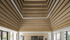 Claret High School Restaurant Area / vGHcompany