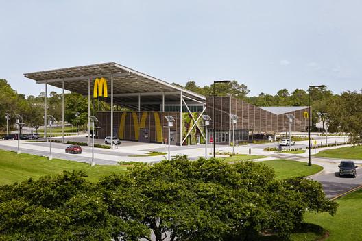Flagship do McDonald's no Walt Disney World Resort / Ross Barney Architects