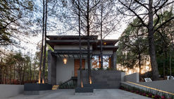 Casa entre pinos / Infante Arquitectos