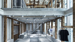 Loja T-HOUSE New Balance  / Schemata Architects + ondesign Partners