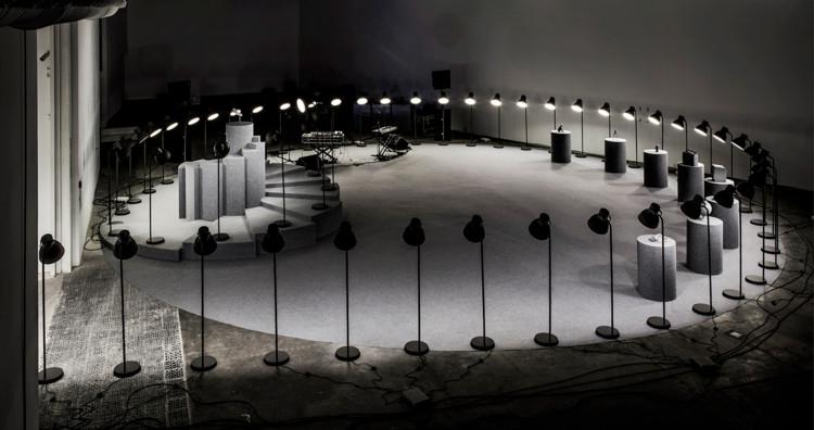 Instalación New Balance 574 Grey Day / Anna & Eugeni Bach, Cortesía de Eugeni Bach