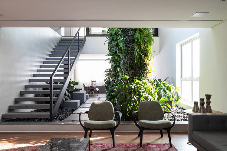 Brazilian Interiors: Projects with Interior Gardens, EM Apartment / DT Estúdio. Image © Evelyn Müller