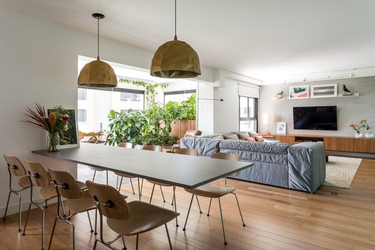 Apartamento Alto da Lapa / CR2 Arquitetura. Imagem © Fran Parente