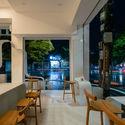 a 45 - Coffee Shop & Home: Nhà lô góc phố 2 mặt tiền đẹp nổi bật khu phố