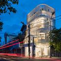 a 113 - Coffee Shop & Home: Nhà lô góc phố 2 mặt tiền đẹp nổi bật khu phố