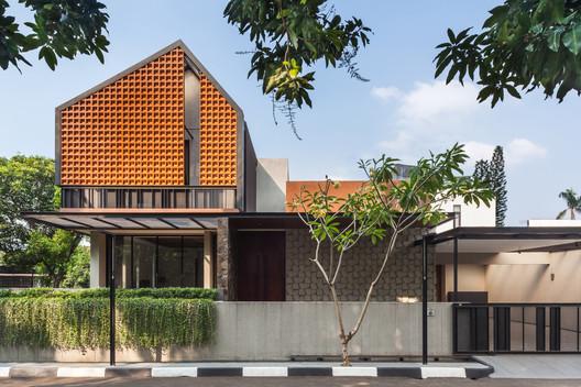 Casa pozo de luz / Phidias Indonesia