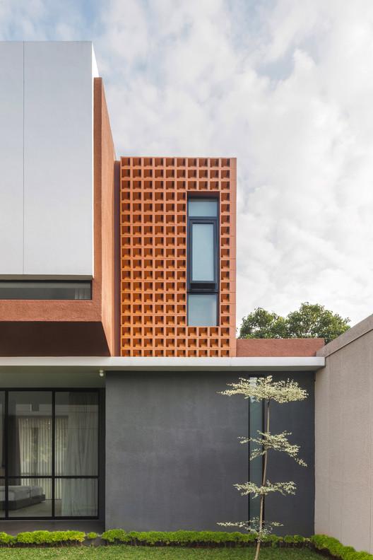 Well of Light 8 - Well of Light House: Ngôi nhà được làm mát bằng cách tối ưu ánh sáng không khí qua khối xây dựng, mặt tiền, vật liệu