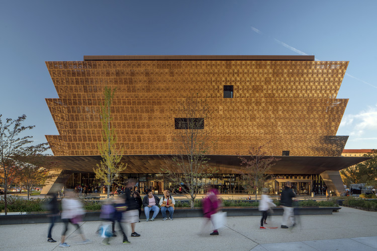 Hidden Figures: The Historic Contributions of Black Architects in the United States, Smithsonian National Museum of African American History and Culture designed by Freelon Adjaye Bond/SmithGroup. Image © Nic Lehoux
