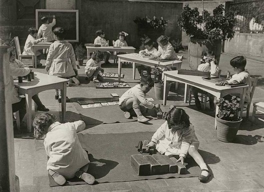 Photo: 1932 Escuela Montessori, Barcelona. Montessori, M. (1965) Dr. Montessori's Own Handbook. New York: Schocken Books. Image via @montistory101