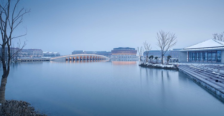 lake view_with snow. Image © Qiang Zhao