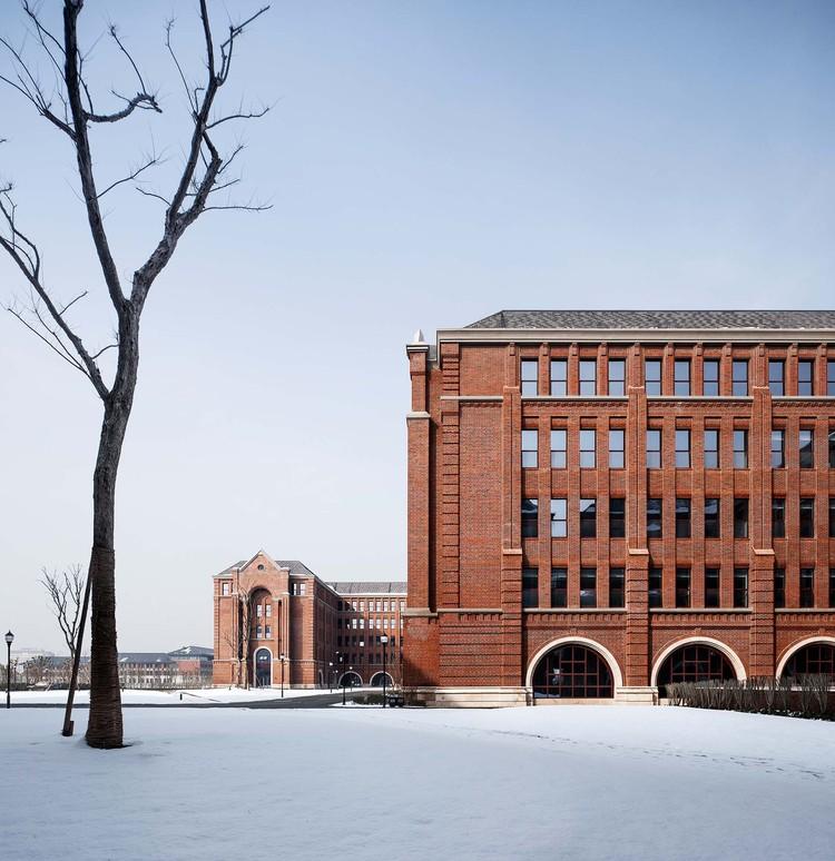 facade of south teaching building. Image © Qiang Zhao