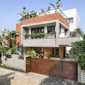02 - The Box House: Ngôi nhà với những mảng xanh đồng bộ với thiên nhiên
