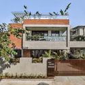 01 PROJECT IMAGE - The Box House: Ngôi nhà với những mảng xanh đồng bộ với thiên nhiên
