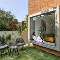 05 - The Box House: Ngôi nhà với những mảng xanh đồng bộ với thiên nhiên