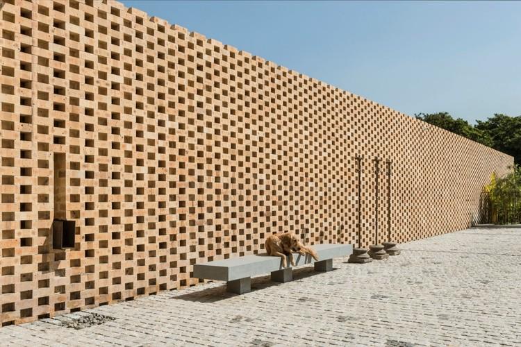 ¿Qué son los ladrillos refractarios y para qué sirven?, Tropical House Urveel / Design Work Group. Image © Photographix