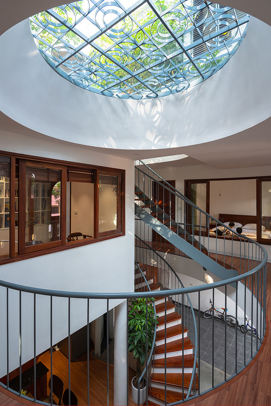 5 - L House: Nhà của vợ chồng trẻ và 2 con nhỏ nhiều ánh sáng, hiện đại đẹp