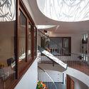 6 - L House: Nhà của vợ chồng trẻ và 2 con nhỏ nhiều ánh sáng, hiện đại đẹp