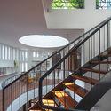 7 - L House: Nhà của vợ chồng trẻ và 2 con nhỏ nhiều ánh sáng, hiện đại đẹp
