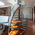 8 - L House: Nhà của vợ chồng trẻ và 2 con nhỏ nhiều ánh sáng, hiện đại đẹp