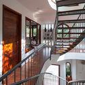 9 - L House: Nhà của vợ chồng trẻ và 2 con nhỏ nhiều ánh sáng, hiện đại đẹp