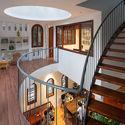 11 - L House: Nhà của vợ chồng trẻ và 2 con nhỏ nhiều ánh sáng, hiện đại đẹp
