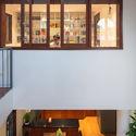 12 - L House: Nhà của vợ chồng trẻ và 2 con nhỏ nhiều ánh sáng, hiện đại đẹp
