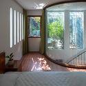 17 - L House: Nhà của vợ chồng trẻ và 2 con nhỏ nhiều ánh sáng, hiện đại đẹp