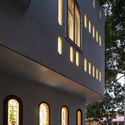23 - L House: Nhà của vợ chồng trẻ và 2 con nhỏ nhiều ánh sáng, hiện đại đẹp