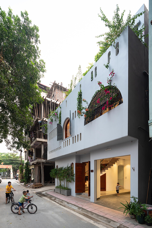 L House / NH Village Architects