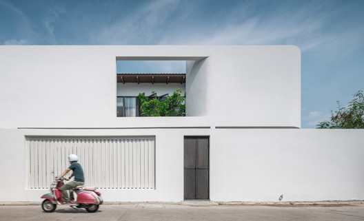 The Hidden House / Inly Studio