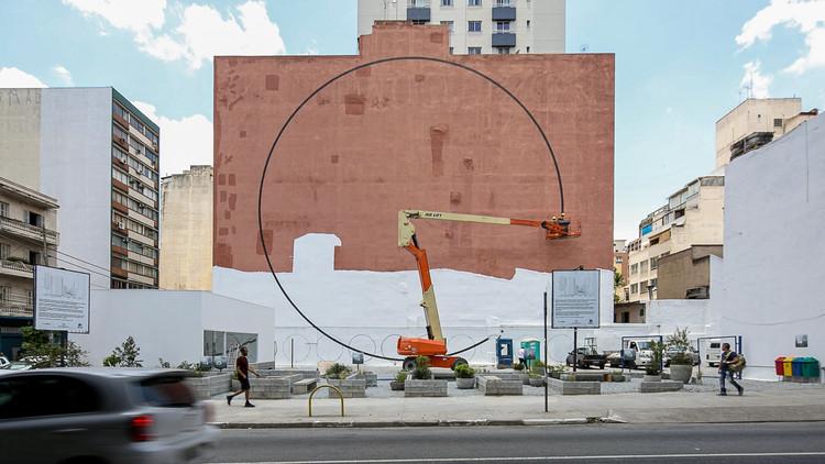 Nitsche Arquitetos intervém em empena no entorno do Minhocão, © Pedro Mascaro