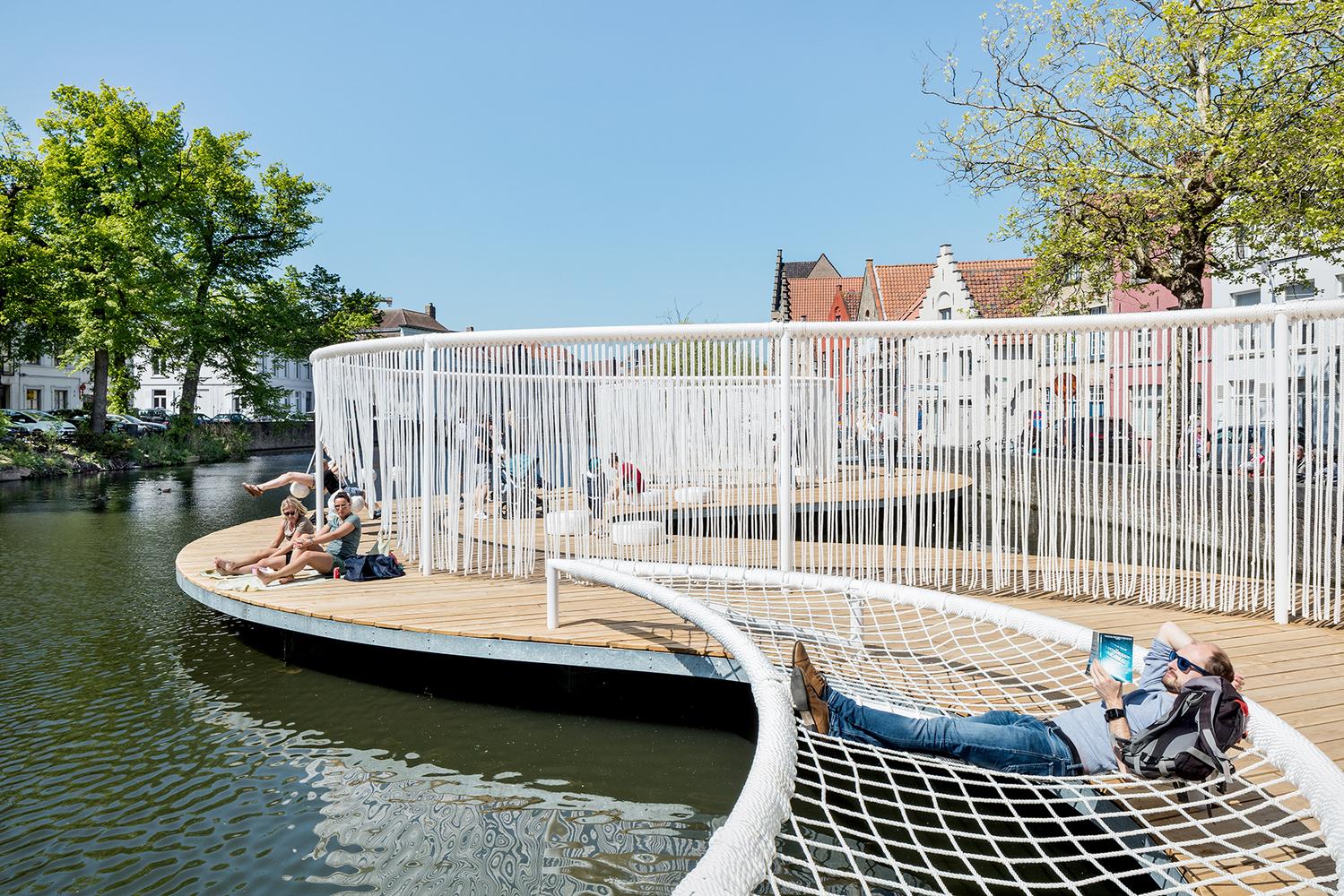Deck de madera en espacios públicos: Suelos nobles para el encuentro colectivo,The Floating Island / OBBA & Dertien12. Image © Kyungsub Shin