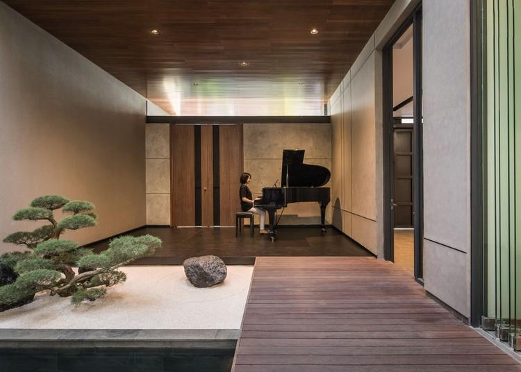 KIE Rakta Tamblong 02 - RR House / Rakta Studio: Ngôi nhà 400m2 thiết kế siêu thoáng với không gian mở