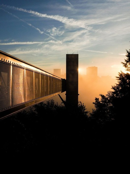 Fachadas de malhas metálicas proporcionam soluções versáteis de sombreamento, Pfaffenthal Lift / STEINMETZDEMEYER. Image © Paulo Lobo Luxedit