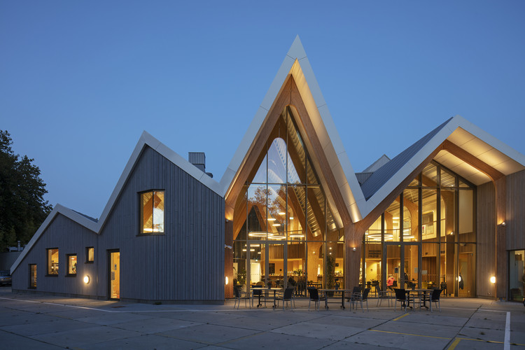 Townhouse Zwanenburg  / Heren 5 Architects, © Luuk Kramer