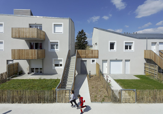 31 Housing Units in Ecquevilly / Benjamin Fleury Architecte-Urbaniste