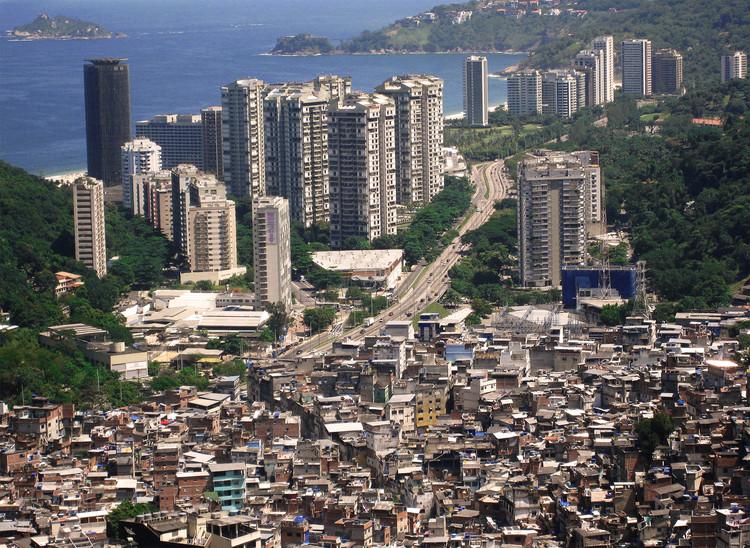 Dia Mundial das Cidades: desafios enfrentados pelas cidades emergentes da América Latina, Favela da Rocinha, Rio de Janeiro. Foto de: AHLN, via VisualHunt.com / CC BY