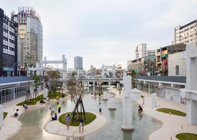 Espacios públicos con y sin escala humana: La ciudad a la altura del ojo y a 5 Km/h