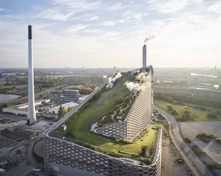 Denmark's Innovative Public Projects Captured by Hufton+Crow: Copenhill by BIG, Tingbjerg Library and Køge Nord Station by COBE, Copenhill. Image © Hufton+Crow