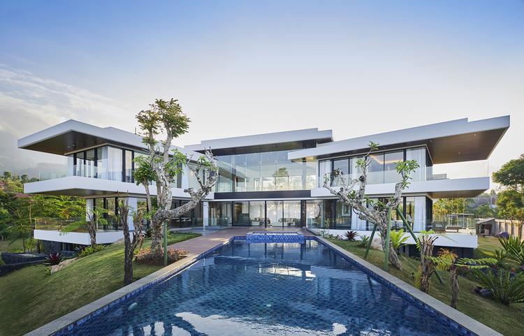 IV Villa / Bgnr Architects + Kantor Gunawan Gunawan, © Arti Pictures - William Sutanto
