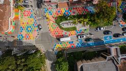 Intervención Calle Consciente, un jardín de colores / Arquiurbano Taller + IAA Studio