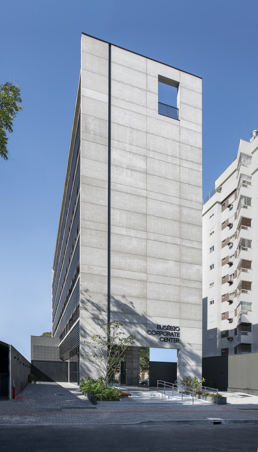 Edifício Eusébio Corporate Center / Estudio Vertical Arquitetura, © Ronaldo Azambuja